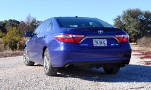 2015 Toyota Camry SE Hybrid Review 35