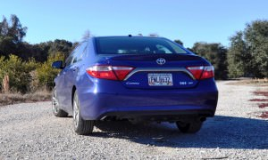 2015 Toyota Camry SE Hybrid Review 36