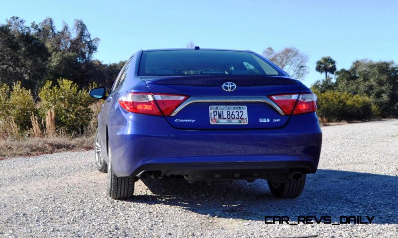 2015 Toyota Camry SE Hybrid Review 37