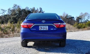 2015 Toyota Camry SE Hybrid Review 39