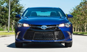 2015 Toyota Camry SE Hybrid Review 4