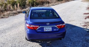 2015 Toyota Camry SE Hybrid Review 42