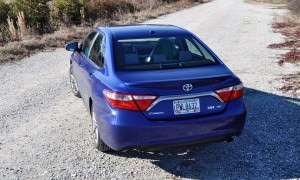 2015 Toyota Camry SE Hybrid Review 43