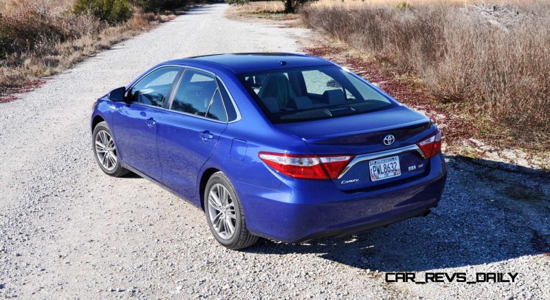 2015 Toyota Camry SE Hybrid Review 46