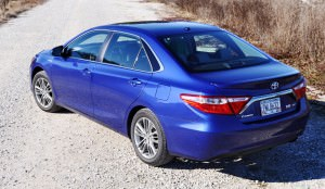 2015 Toyota Camry SE Hybrid Review 47