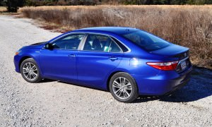 2015 Toyota Camry SE Hybrid Review 48