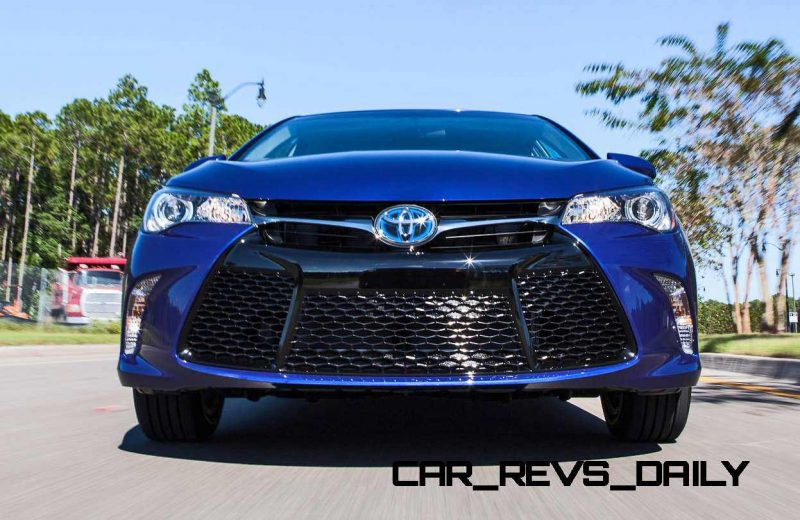 2015 Toyota Camry SE Hybrid Review 5