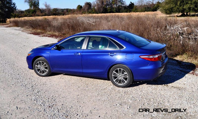2015 Toyota Camry SE Hybrid Review 50
