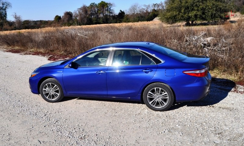 2015 Toyota Camry SE Hybrid Review 52