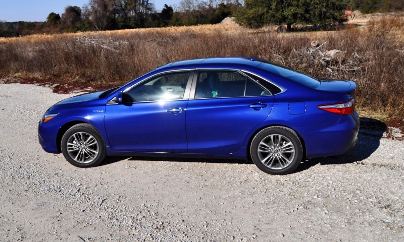 2015 Toyota Camry SE Hybrid Review 53