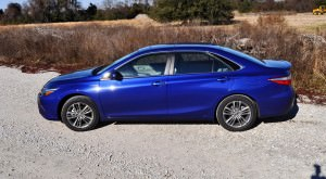 2015 Toyota Camry SE Hybrid Review 55