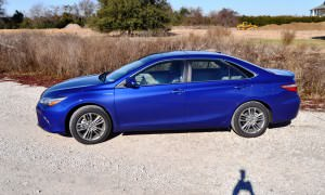 2015 Toyota Camry SE Hybrid Review 57