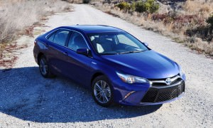 2015 Toyota Camry SE Hybrid Review 58