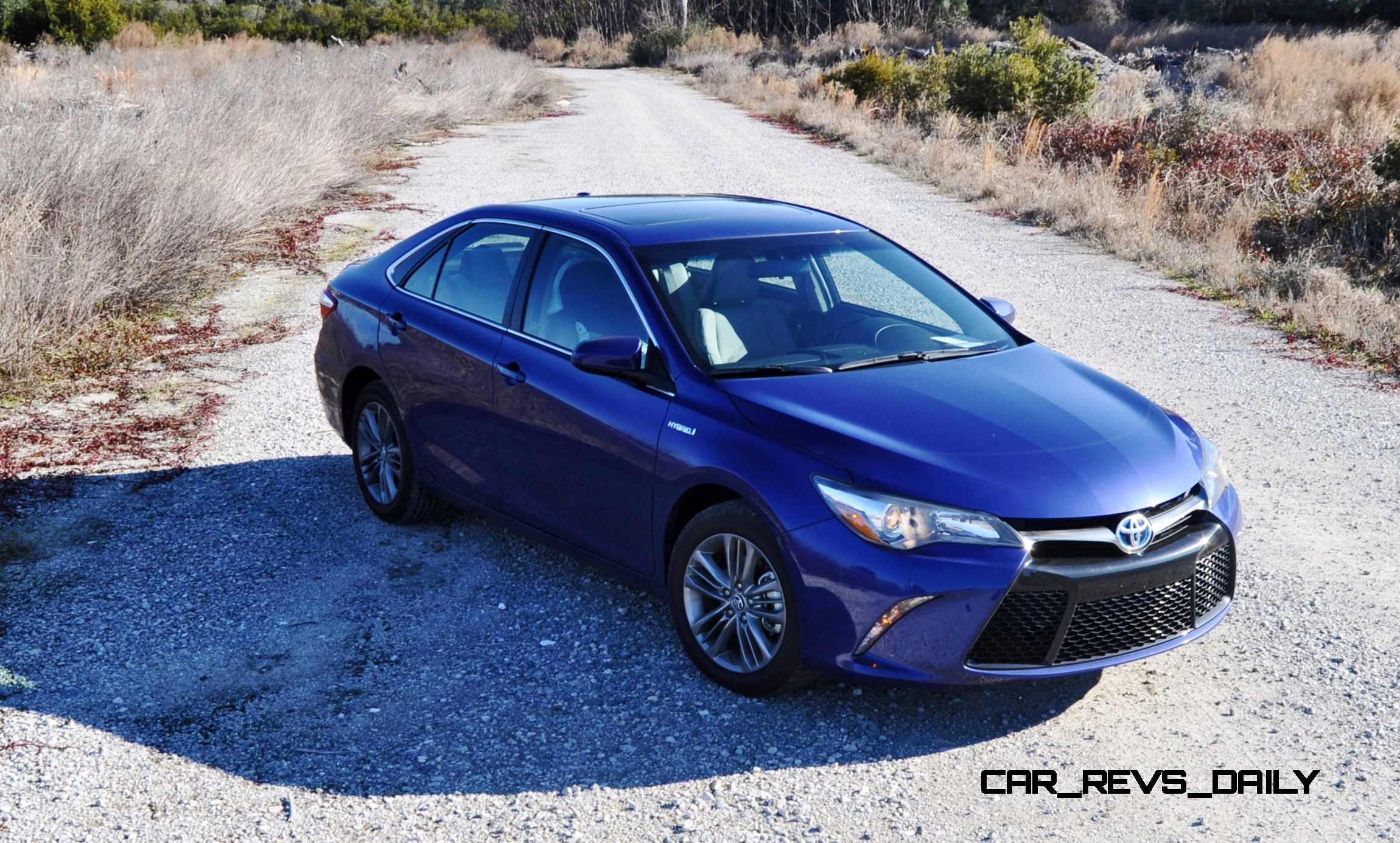 Model 2015 Toyota Camry SE Hybrid Review