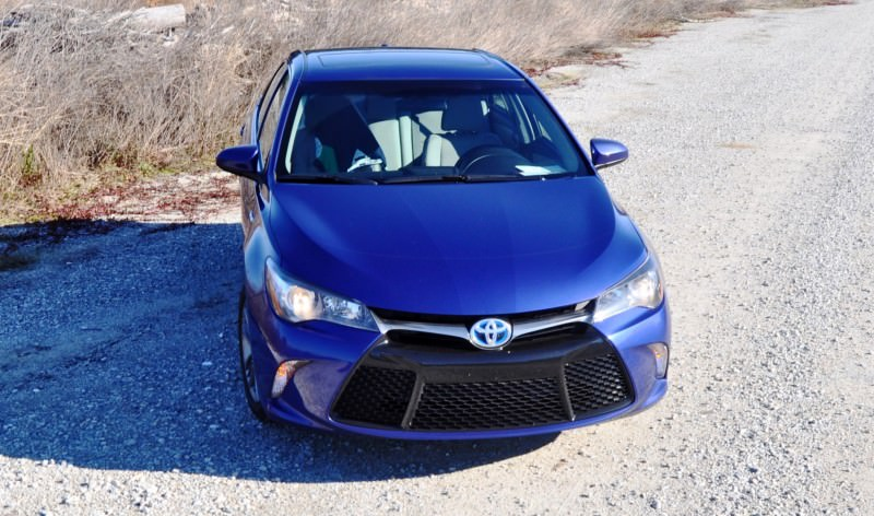 2015 Toyota Camry SE Hybrid Review 65