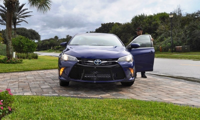 2015 Toyota Camry SE Hybrid Review 7