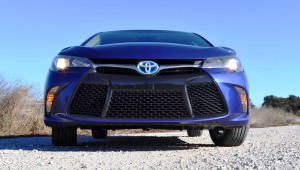 2015 Toyota Camry SE Hybrid Review 78