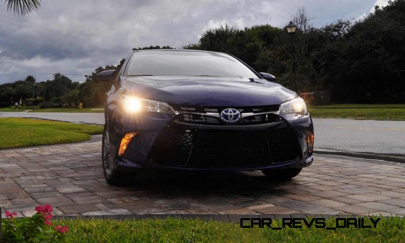 2015 Toyota Camry SE Hybrid Review 8