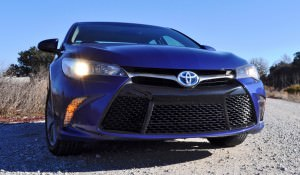 2015 Toyota Camry SE Hybrid Review 80