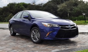 2015 Toyota Camry SE Hybrid Review 9
