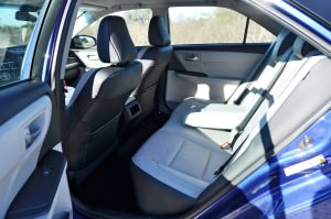 2015 Toyota Camry SE Hybrid Review 90