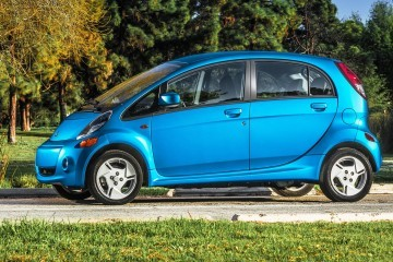 2016 Mitsubishi i-MiEV Updated With Nav Touchscreen From Just $18k Net Price