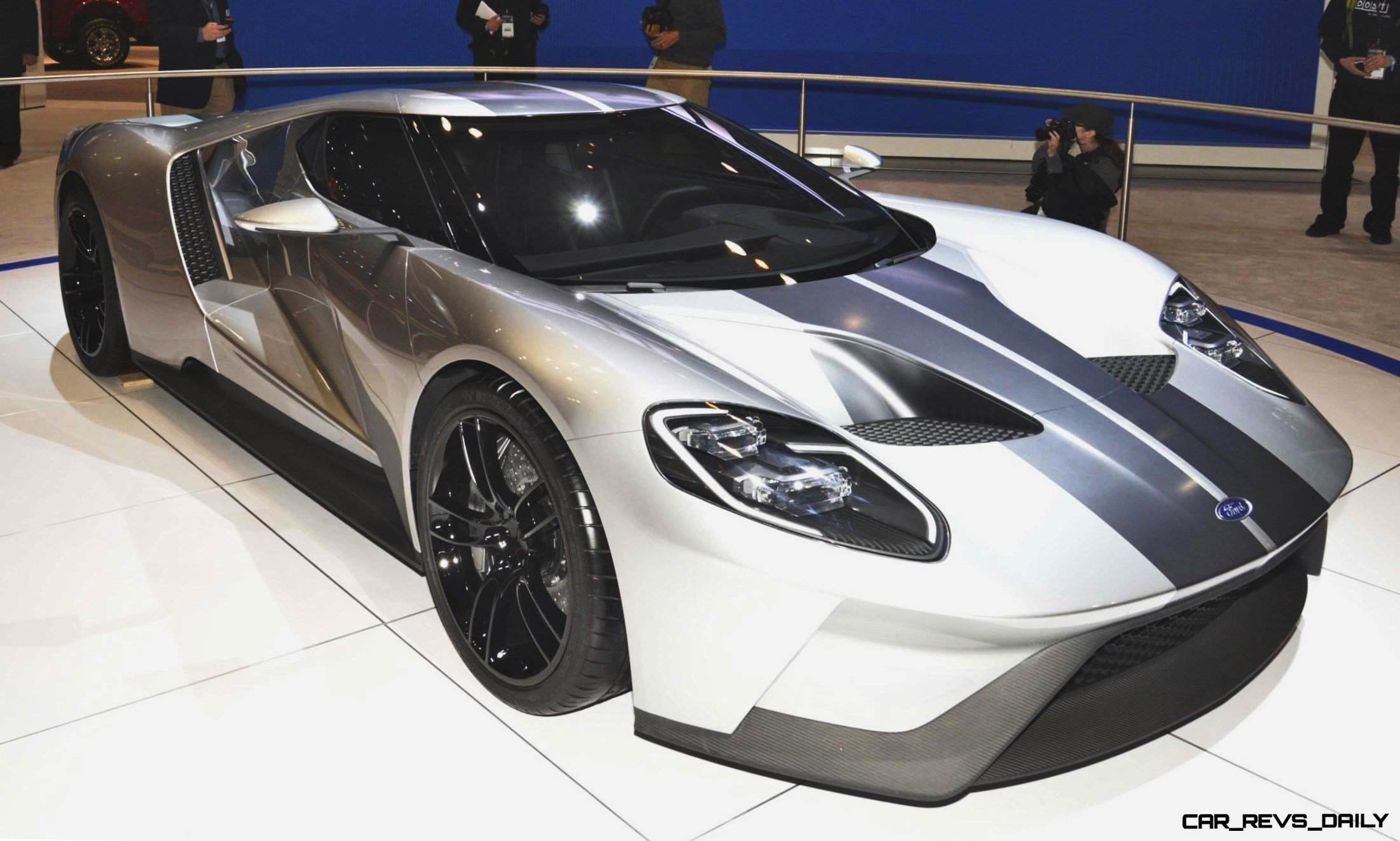 2017 Ford GT in Liquid Silver 1