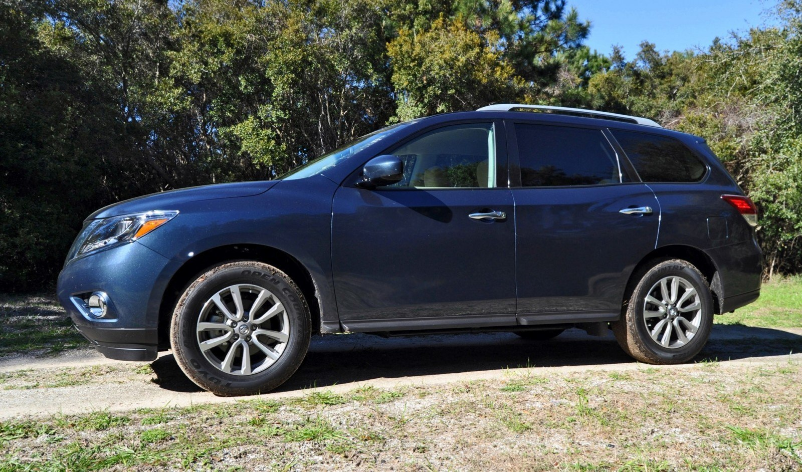Road Test Review - 2015 Nissan Pathfinder SV 4WD 25