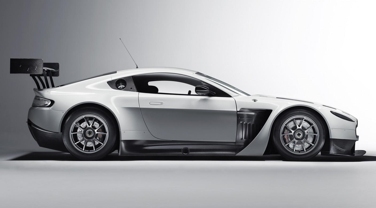 V12 Vantage GT3 side