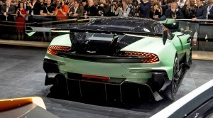 2015 Aston Martin DBX Concept 25