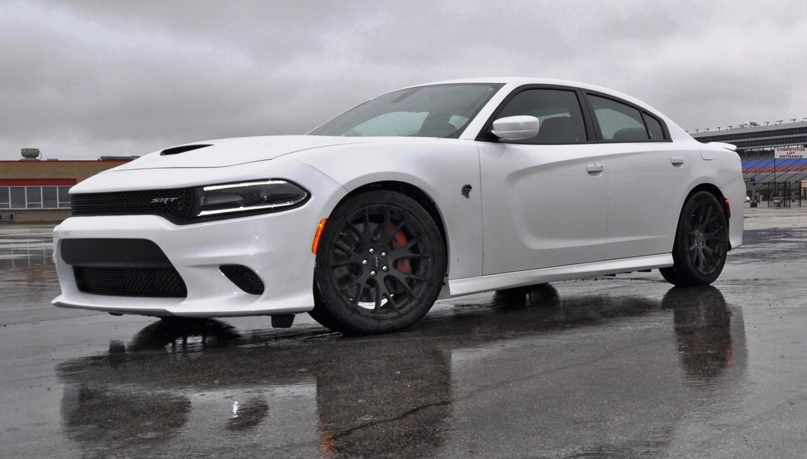 Luxury 2015 Dodge Charger SRT HELLCAT Review