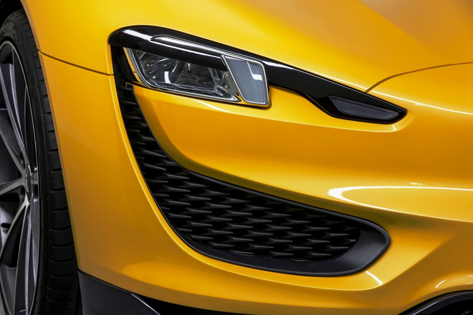 2015 Magna Steyr MILA Plus 11