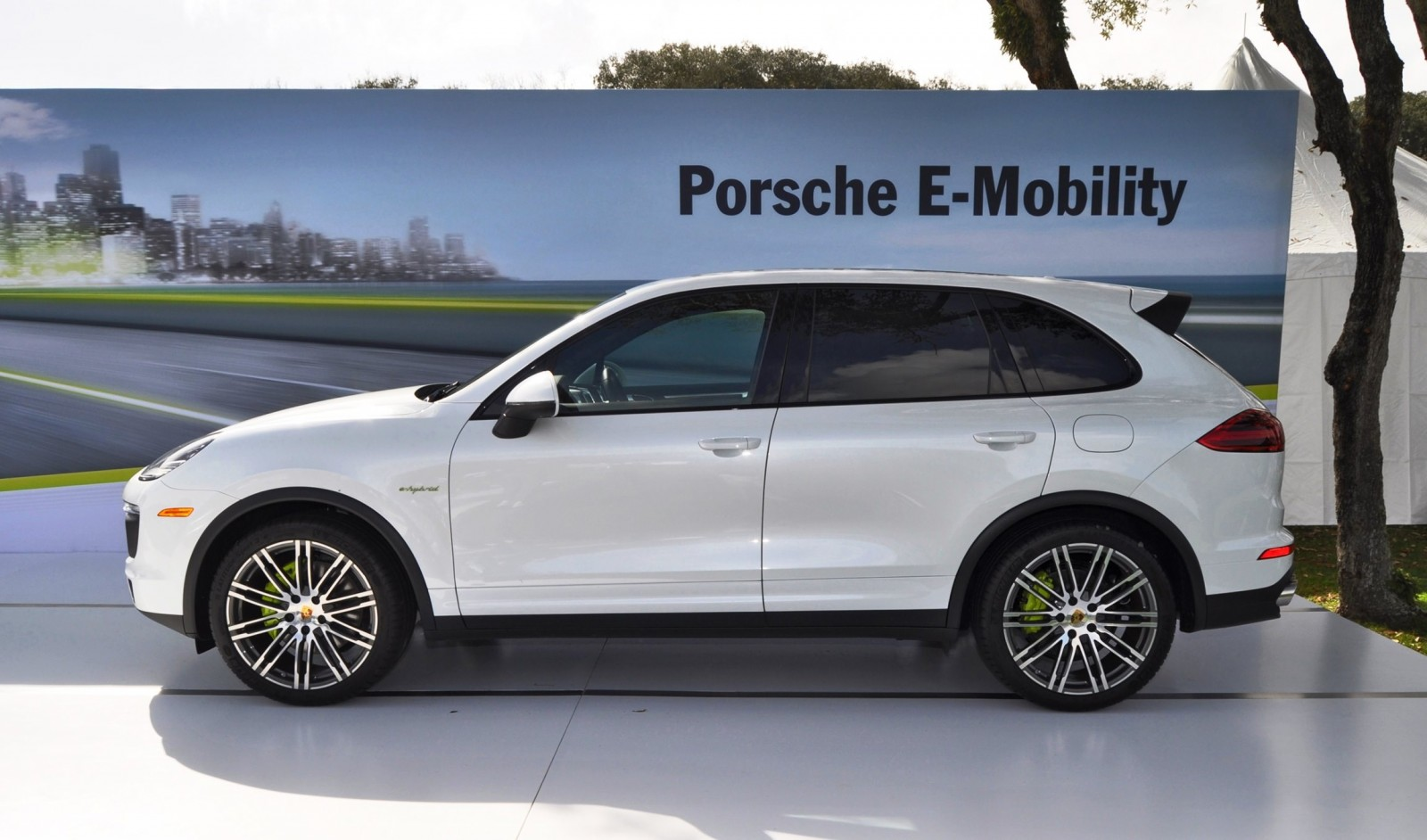 porsche macan e hybrid latest news car. Black Bedroom Furniture Sets. Home Design Ideas