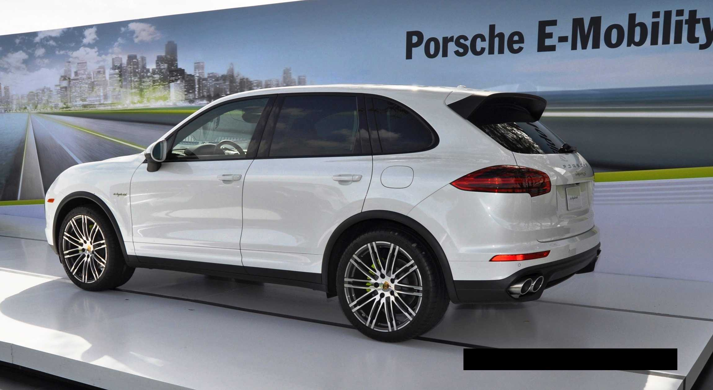2015 porsche cayenne s e hybrid 42 car revs. Black Bedroom Furniture Sets. Home Design Ideas