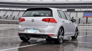 2015 Volkswagen Golf R Review 24