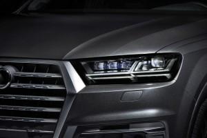 2016 Audi Q7 e-tron 11