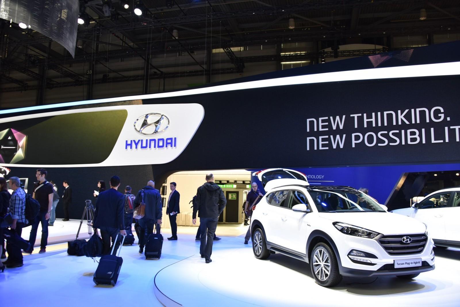 2016 Hyundai Tucson 48-Volt PHEV 8