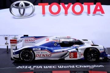 Geneva 2015 Showfloor – Toyota Rolls Out New Avensis + TS040 Hybrid Racecar