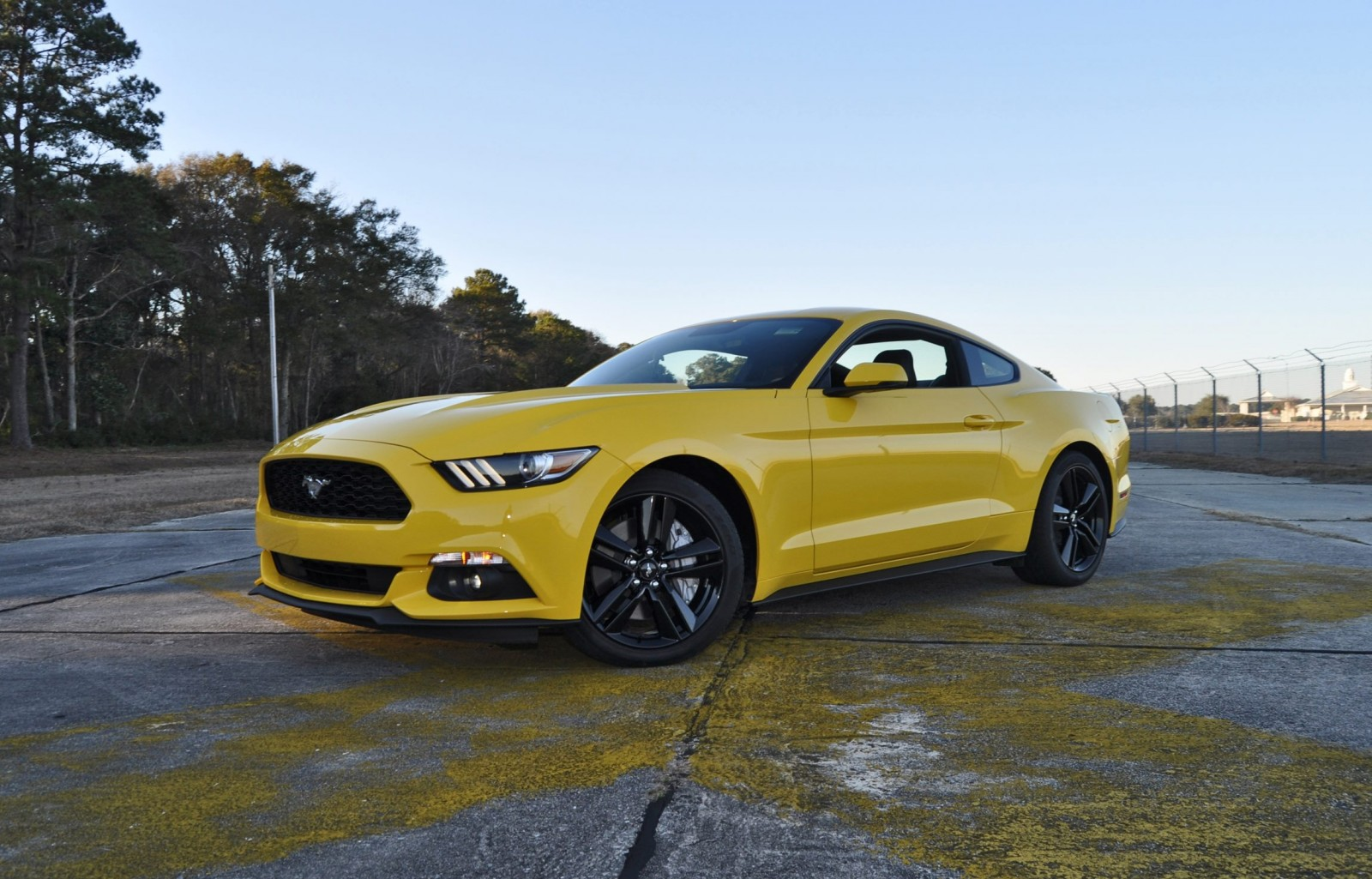 hd road test review 2015 ford mustang ecoboost in triple yellow with performance pack 112. Black Bedroom Furniture Sets. Home Design Ideas