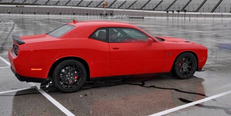 2015 Dodge Challenger SRT HELLCAT 42