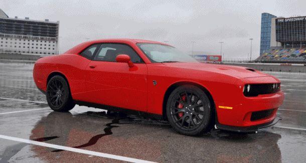 2015 Dodge Challenger SRT HELLCAT Photos