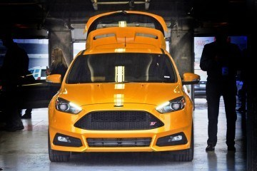 2015-Ford-Focus-ST-Tangerine-Scream-ST2-Pack-82