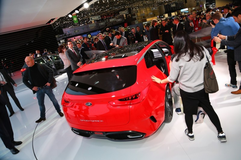 Kia SPORTSPACE Concept unveil - crowd-64214