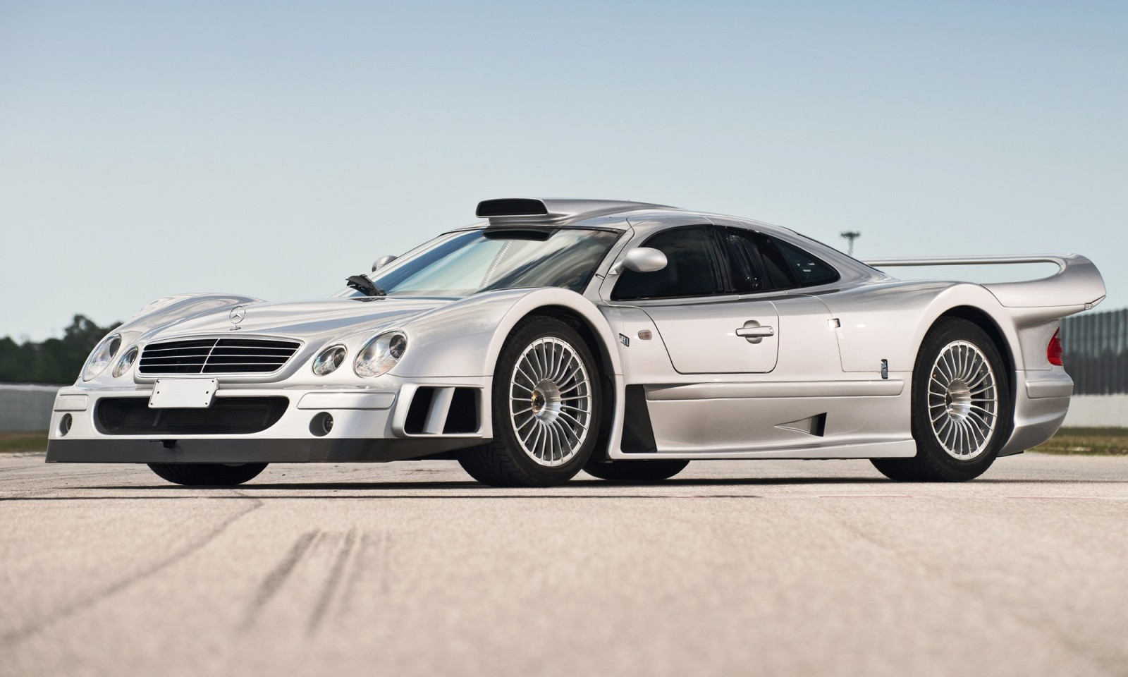 Lemans homologation specials 1998 mercedes benz clk gtr for Mercedes benz coupons
