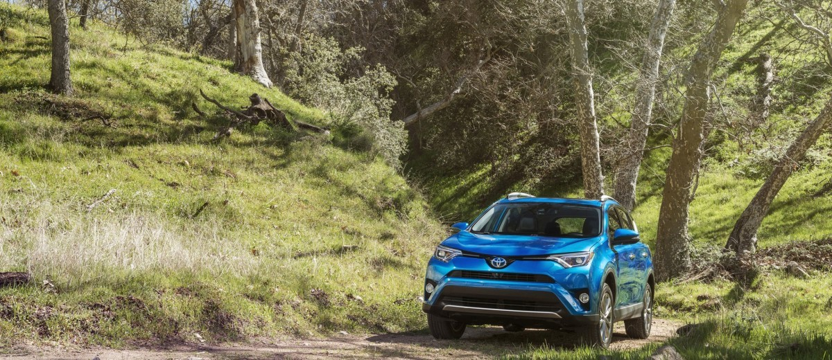 First drive review 2016 toyota rav4 xle hybrid by ben lewis publicscrutiny Images