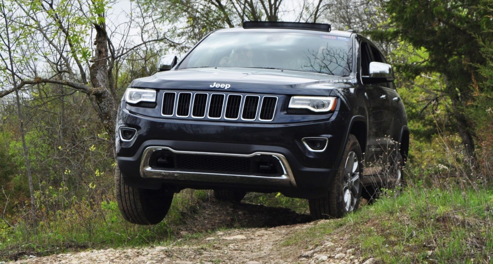 2014 jeep grand cherokee shows its trail rated skills off road 42 car revs. Black Bedroom Furniture Sets. Home Design Ideas