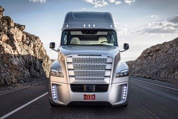 Want to Become a Commercial Truck Driver? Learn How Here