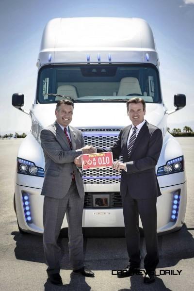 2015 Freightliner Inspiration Truck Concept 40