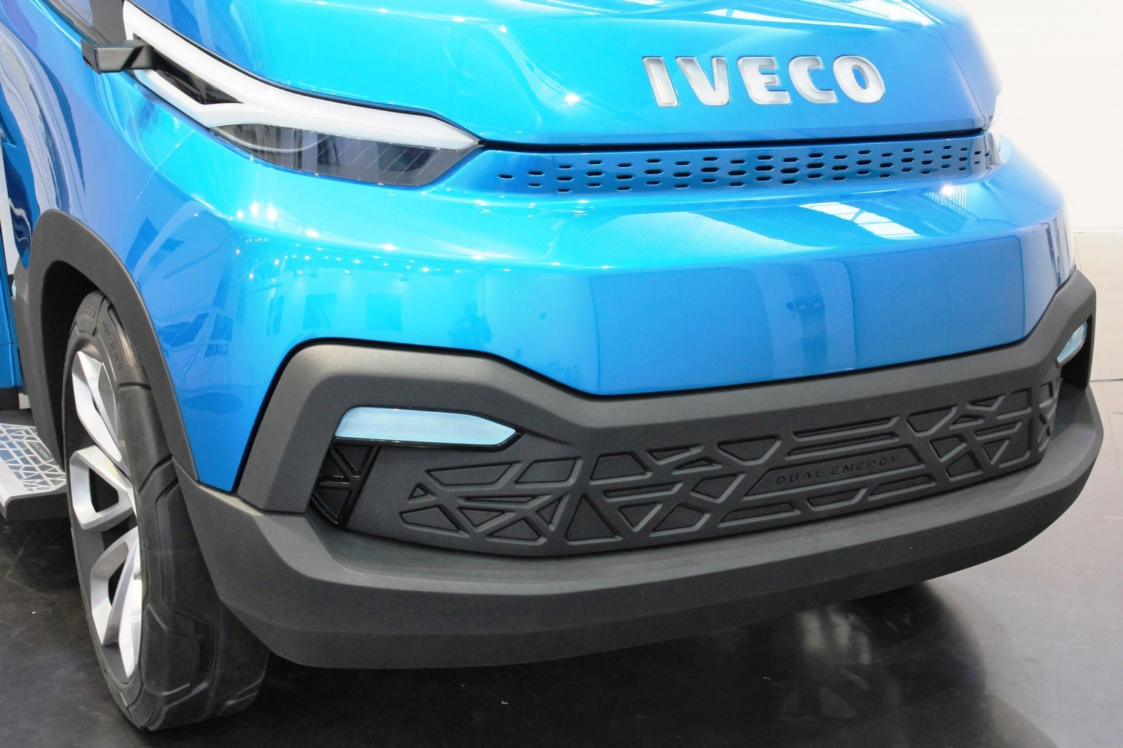 2015 IVECO Vision Concept Van 14