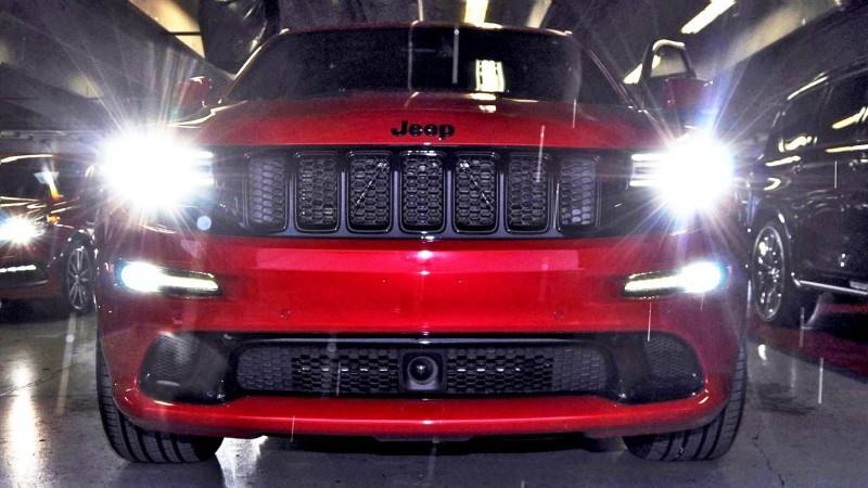 2015-Jeep-Grand-Cherokee-SRT--4